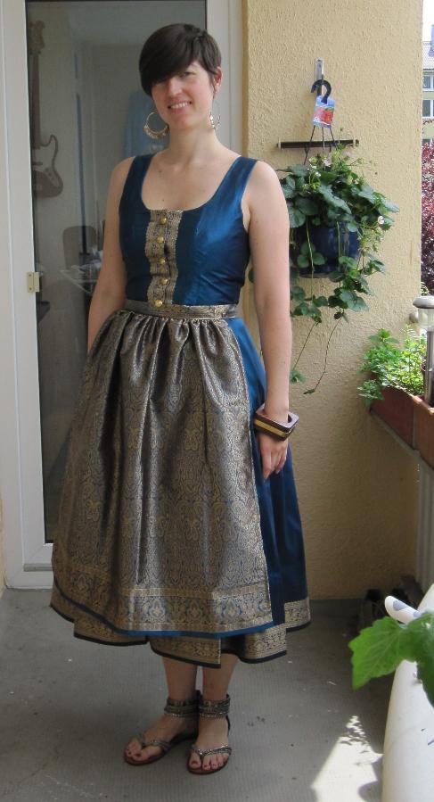 Fesch samma: Mein selbstgenähtes Sari-Dirndl